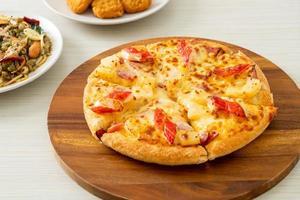 ham en krabstickpizza of Hawaiiaanse pizza foto