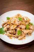 gewokte kip met knoflook en peper foto
