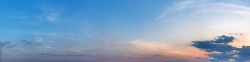prachtig panorama van zonsopgang en zonsondergang met zilveren voering en wolk in de ochtend en avond foto