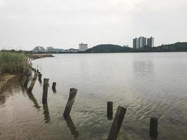 het uitzicht op een meer in de stad Sokcho, Zuid-Korea foto