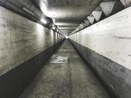 de lange tunnel in de stad Busan, Zuid-Korea foto