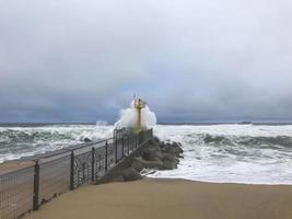 tyfoon in Zuid-Korea op het strand van Gangneung foto