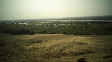 velden uitzicht vanaf over de berg foto