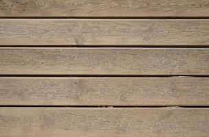textuur van houten planken met strandgrond bovenop. foto