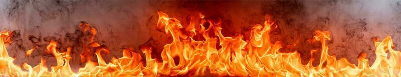 vuur vlammen met rook op zwarte achtergrond foto