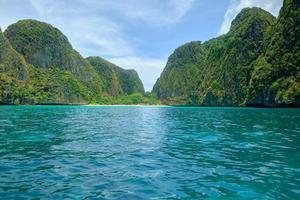 prachtig landschap als paradijs van koh phi phi, thailand. foto