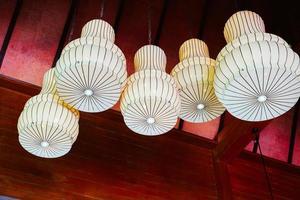 mooie hanglamp decoratie aan de muur foto