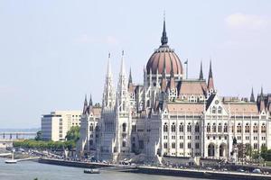 uitzicht op het parlement van Boedapest, hongarije foto