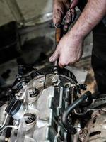 reparatie van een diesel verbrandingsmotor foto
