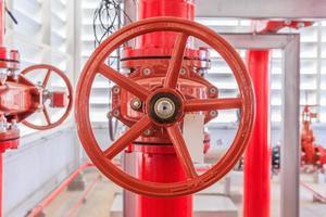 industrieel brandpompstation en brandmeldsysteem. foto