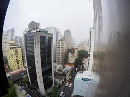 gebouwen in het centrum van Sao Paulo op een regenachtige dag, Brazilië foto