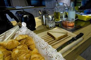 moment van ontbijt in frankrijk foto