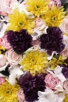 plat lag prachtig gebloeide kleurrijke roze bloemen foto