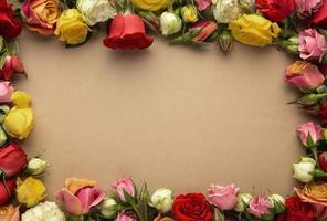 bovenaanzicht mooie bloemen met leeg frame foto