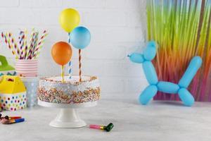verjaardagsfeestje cupcakes met kaarsjes foto