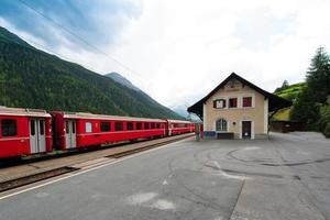 station van het Zwitserse dorp Guarda foto