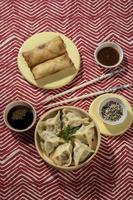 de heerlijke samenstelling van het Aziatische eten foto