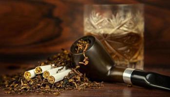 ongezonde verslaving nicotine tabakspijp sigaar foto