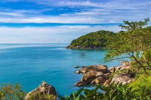 fantastisch mooi panoramisch uitzicht zilver strand koh samui thailand. foto