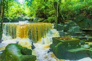 tar nim waterval en geheime magische tuin koh samui thailand. foto