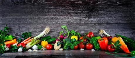 gezonde verse mix van rauwe groentesamenstelling foto