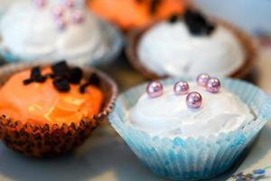 cupcakes op een bord foto