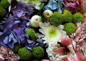 feestelijk boeket diverse bloemen foto
