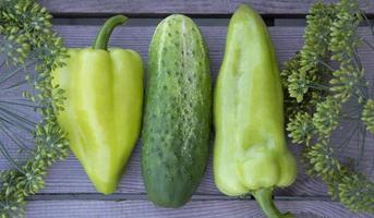 groenten op een rij. horizontale achtergrond van groenten, bloemen foto