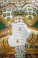 hand van gigantische standbeelden van thailand, openbare plaats foto