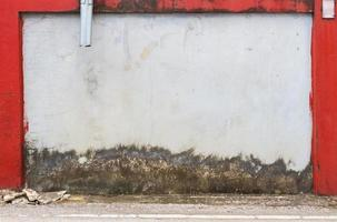 grunge straat muur textuur achtergrond met rode rand foto