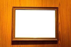fotolijsten met lege ruimte geïsoleerd op houten achtergrond foto