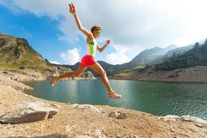 spring tijdens het hardlopen foto