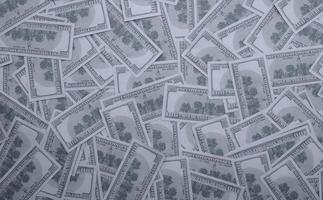 groep geldstapel van 100 Amerikaanse dollarsbankbiljetten foto