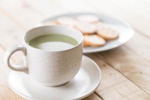 een kopje matcha latte groene thee foto
