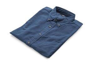 donkerblauw overhemd op witte achtergrond foto