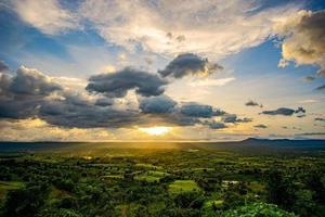 zonsondergang in de provincie Takhian Ngo Phetchabun, Thailand foto