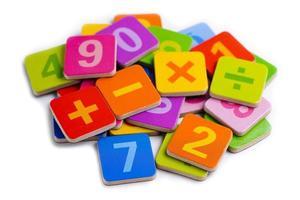 wiskunde symbool kleurrijk op witte achtergrond. foto