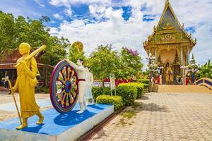 kleurrijke architectuur bij wat plai laem-tempel, op het eiland van koh samui, thailand, 2018 foto