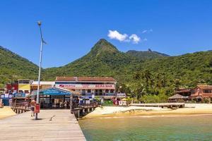 tropisch eiland ilha grande abraao strand in angra dos reis, rio de janeiro, brazilië foto