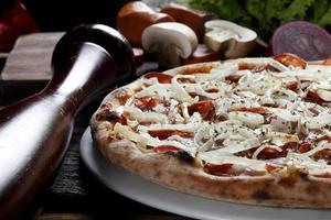 pizza en groenten foto