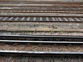 spoorlijnen bij station foto