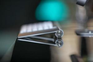 close-up shot van modern draadloos toetsenbord foto