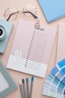 bovenaanzicht tijdorganisatieconcept met planner foto