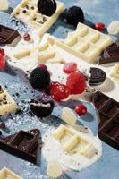 arrangement heerlijke ongezonde snacks foto