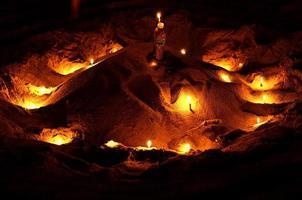 kaarsen op zand foto