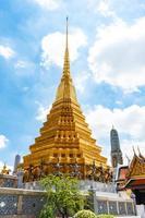 tempel van de smaragdgroene boeddha en het grote paleis in bangkok, thailand foto