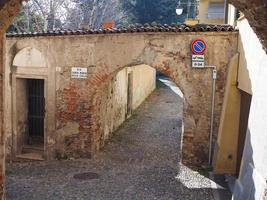 uitzicht op het oude stadscentrum in rivoli foto