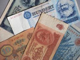 vintage ingetrokken bankbiljetten van cccp, ddr, duitsland foto