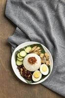 traditioneel nasi lemak maaltijdarrangement foto