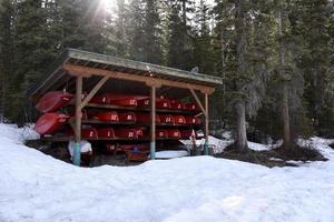 kano's opgeslagen voor de winter foto